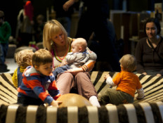 inez zingt met kinderen in het nest